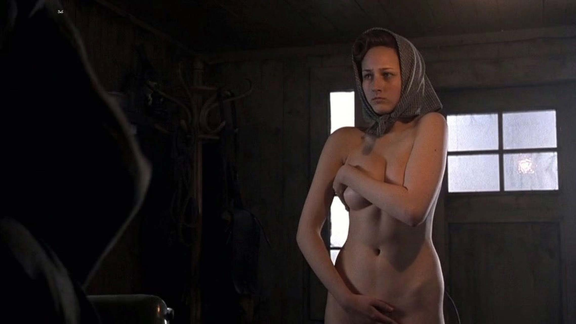 Leelee sobieski big tits in sex scene in her bra with cleavage